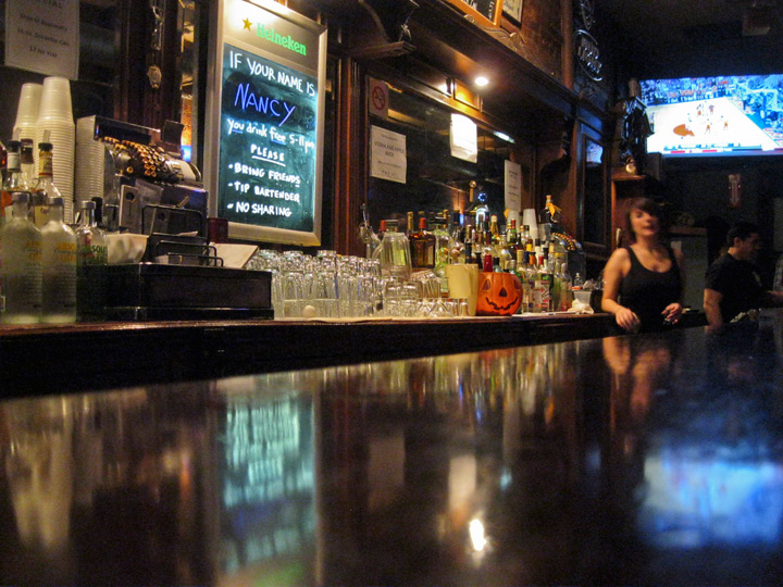Dive bar, photo